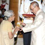 The President, Shri Pranab Mukherjee presenting the Padma Vibhushan Award to Dr. V. Shanta, at a Civil Investiture Ceremony, at Rashtrapati Bhavan, in New Delhi on April 12, 2016. हिन्दी: राष्ट्रपति, श्री प्रणब मुखर्जी 12 अप्रैल, 2016 को राष्ट्रपति भवन, नई दिल्ली में नागरिक सम्मान समारोह में डॉ. वी. शान्ता को पद्म विभूषण पुरस्कार प्रदान करते हुए।.